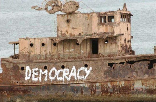 DEMOCRACIA: O OCASO DE UMA ILUSÃO